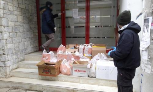 Ρουβίκωνας: Τρόφιμα και είδη πρώτη ανάγκης στο Πρότυπο Εθνικό Νηπιοτροφείο Καλλιθέας