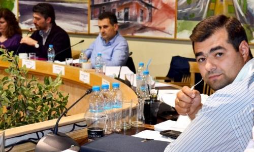 ΠΟΛΕΜΟΣ στην Καλλιθέα - Μήνυση Ευσταθίου κατά Παυλίδη με κατηγορίες αντιποίησης αρχής για τα λιμενιάτικα