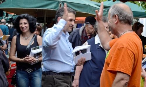 Με περιοδείες στις γειτονιές της Καλλιθέας συνεχίζει ο Δημήτρης Κάρναβος